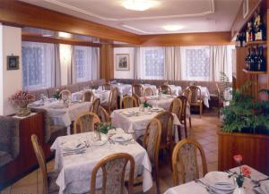 Hotel Villa Mozart, Hotels  Pozza di Fassa - big - 38