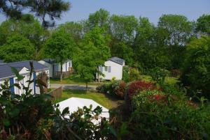 Location gîte, chambres d'hotes Camping Le Domaine Des Jonquilles dans le département Côtes d'Armor 22