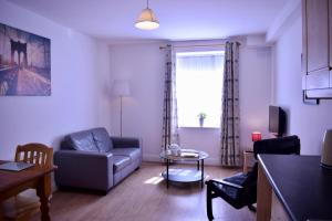 Bright 1 Bedroom Apartment in City Centre