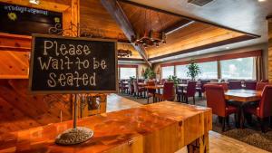 Best Western Plus Tree House - Hotel - Mount Shasta