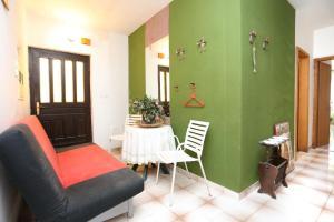 Apartments by the sea Marusici (Omis) - 1024, Pensionen  Mimice - big - 3