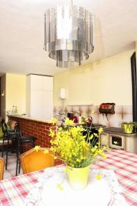 Apartments by the sea Marusici (Omis) - 1024, Pensionen  Mimice - big - 4