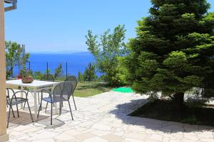 Apartments by the sea Marusici (Omis) - 1024, Pensionen  Mimice - big - 6