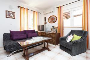 Apartments by the sea Marusici (Omis) - 1024, Vendégházak  Mimice - big - 7