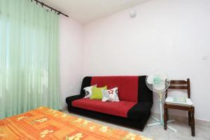 Apartments by the sea Marusici (Omis) - 1024, Pensionen  Mimice - big - 9