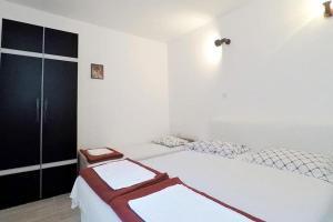 Apartments by the sea Marusici (Omis) - 1024, Vendégházak  Mimice - big - 11