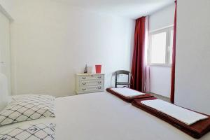 Apartments by the sea Marusici (Omis) - 1024, Apartmány  Mimice - big - 16