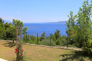 Apartments by the sea Marusici (Omis) - 1024, Apartmány  Mimice - big - 19