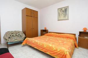 Apartments by the sea Marusici (Omis) - 1024, Apartmány  Mimice - big - 20