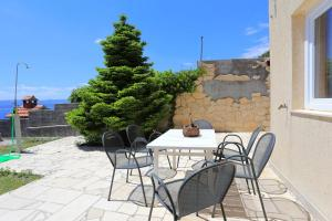 Apartments by the sea Marusici (Omis) - 1024, Apartmány  Mimice - big - 25