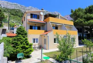 Apartments by the sea Marusici (Omis) - 1024, Apartmány  Mimice - big - 53