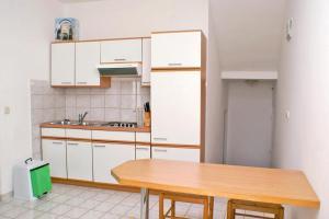 Apartment Potocnica 3075o, Apartmány  Novalja - big - 37