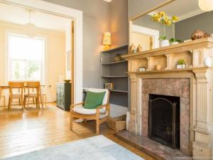 Classic Victorian house sleeps 8 in East Brighton - Bevendean