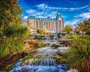 Chateau on the Lake Resort Spa