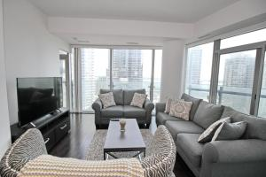 Presidential 3BR + Den in the heart of downtown Toronto
