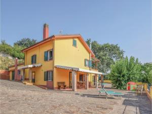 Four-Bedroom Holiday Home in Fiorenzuola di Focara - AbcAlberghi.com
