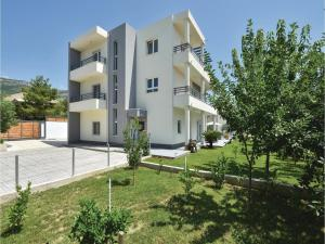 Four-Bedroom Holiday Home in Kastel Novi, Dovolenkové domy  Kastel Novi - big - 33