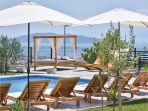 Four-Bedroom Holiday Home in Kastel Novi, Dovolenkové domy  Kastel Novi - big - 1