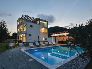 Four-Bedroom Holiday Home in Kastel Novi, Dovolenkové domy  Kastel Novi - big - 35