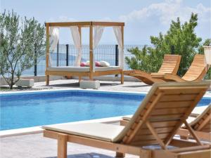 Four-Bedroom Holiday Home in Kastel Novi, Dovolenkové domy  Kastel Novi - big - 36
