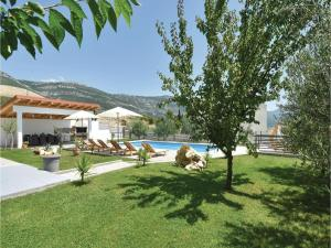 Four-Bedroom Holiday Home in Kastel Novi, Dovolenkové domy  Kastel Novi - big - 37