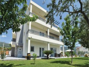 Four-Bedroom Holiday Home in Kastel Novi, Dovolenkové domy  Kastel Novi - big - 39