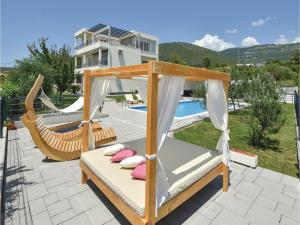 Four-Bedroom Holiday Home in Kastel Novi, Dovolenkové domy  Kastel Novi - big - 42
