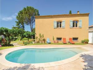 Three Bedroom Holiday Home in St Hilaire dOzlihan