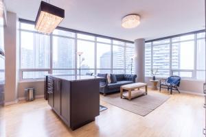 HomeHop Suites - Maple Leaf Square