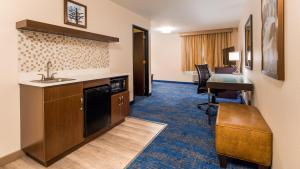 Best Western Plus Portland Airport Hotel & Suites, Hotels  Parkrose - big - 108