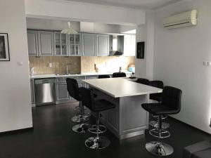 obrázek - New Sunny 3BR Open Layout & Large Private Terrace