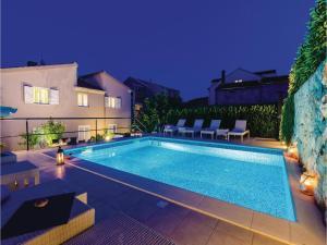 Six-Bedroom Apartment in Cibaca - Gornji Brgat