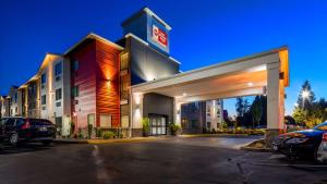 Best Western Plus Portland Airport Hotel & Suites, Hotels  Parkrose - big - 1