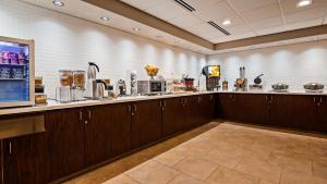 Best Western Plus Portland Airport Hotel & Suites, Hotels  Parkrose - big - 129