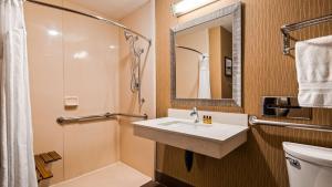 Best Western Plus Portland Airport Hotel & Suites, Hotels  Parkrose - big - 130