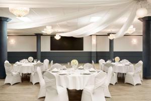 Travelodge by Wyndham Conference Centre & Suites Whitecourt, Szállodák  Whitecourt - big - 65