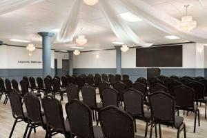 Travelodge by Wyndham Conference Centre & Suites Whitecourt, Szállodák  Whitecourt - big - 66