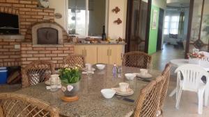 Casa Rosada, Alloggi in famiglia  Florianópolis - big - 13