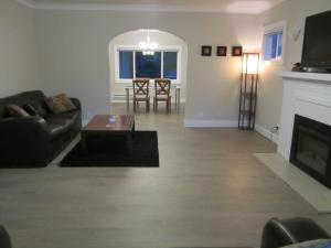 obrázek - 10 Minutes to Downtown and Airport -- Fully Reno'd, Spacious and Bright