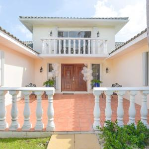 Addison Lee Cayman Villa