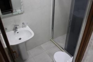Apartments on Kobaladze Street 8A, Apartmanok  Batumi - big - 55