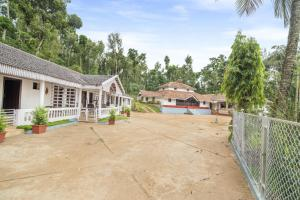 Auberges de jeunesse - 1 BR Homestay in Mallandur Post, Chikkamagaluru (28DB), by GuestHouser