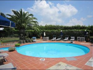 Tuscan villa, 5 bedrooms, private pool & tennis court, pet friendly