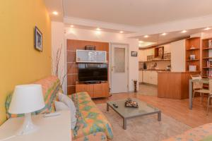 Lions Bridge Sunny One Bedroom Apartment