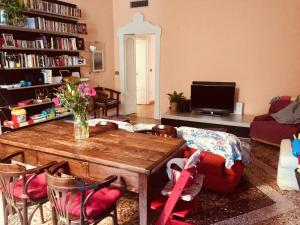 Charming double bedroom in Navigli district - AbcAlberghi.com
