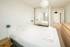 obrázek - Sleek 2bed sky-view apt w/ private balcony Hackney