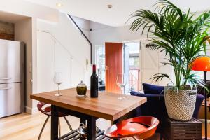 Vera - Beyond a Room Private Apartments, Apartmanok  Melbourne - big - 54