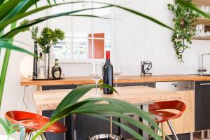 Vera - Beyond a Room Private Apartments, Apartmanok  Melbourne - big - 3
