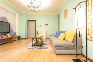 . Dujiangyan Dujiangyan Avenue·Bailun Square Locals Apartment 00133060