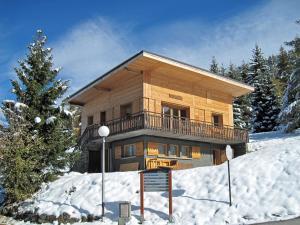 Location gîte, chambres d'hotes Traditional Chalet in Peisey-Nancroix, 150 m from Ski Lift dans le département Savoie 73
